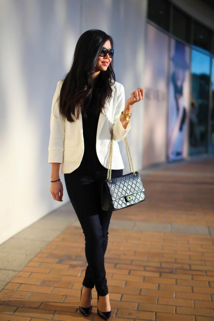 Buy Original Chanel Shoulder Bag from https://www.dellahs.com/shop/ .